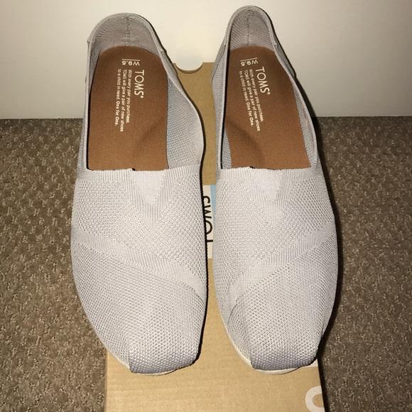 d1362bfb6cf TOMS Custom Knit Grey Women s Classics. M 5aca8de6d39ca2aa052df274